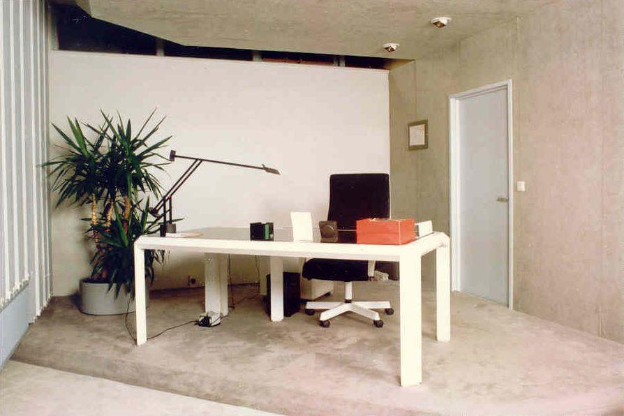 Eigen ontwerp kantoor meubel lijn jacques de kort for Ontwerp je eigen kantoor